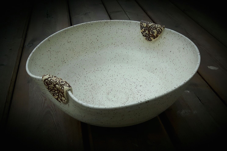 Speckled White Fruit Bowl with Brown Clasps